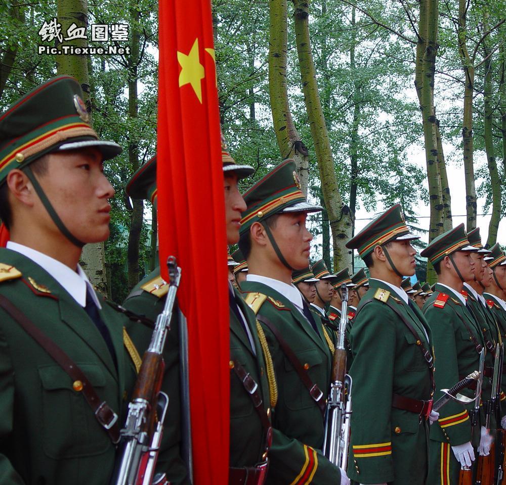 ,来自中国人民解放军三军仪仗队,身高1米88,是我们武警部队仪