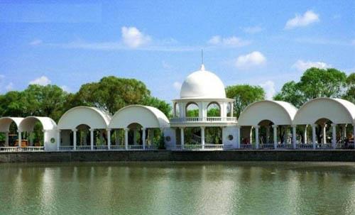 太阳岛公园,是太阳岛上最主要的景区.